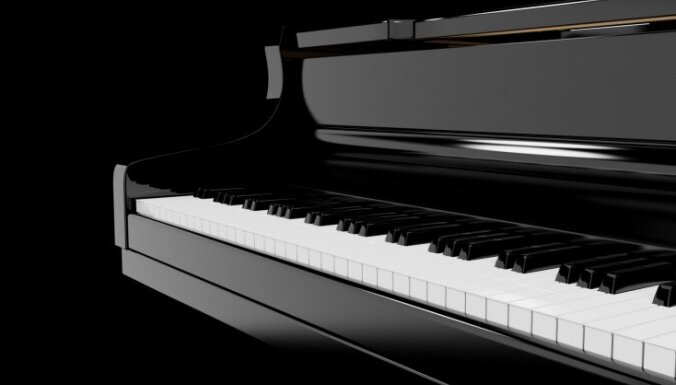 Пианистка показала комплекс упражнений за игрой на рояле