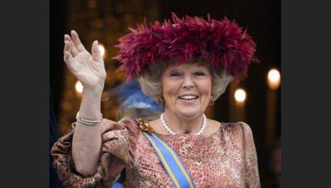 Nīderlandes karaliene svin valdīšanas 30. gadadienu