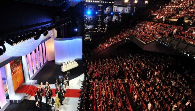 Par mūža ieguldījumu kino Kannās godinās Bernardo Bertoluči