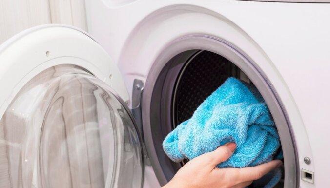 Pārāk daudz pulvera un cītīga beršana jeb Izplatītākās kļūdas, mazgājot veļu