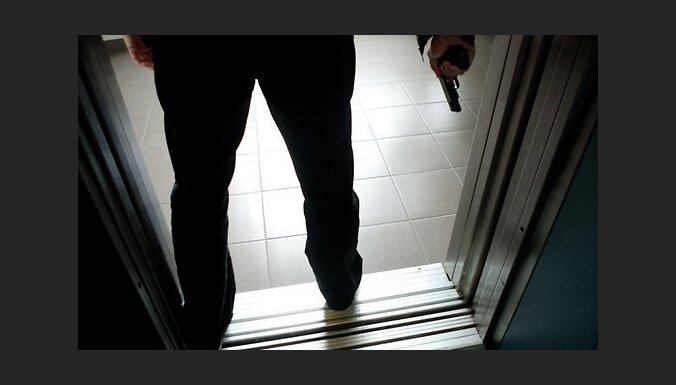 За пьяную стрельбу во дворе задержан мужчина