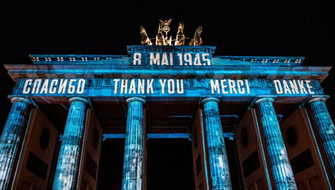 """На Бранденбургских воротах высветили слово """"спасибо"""" на русском и еще трех языках"""