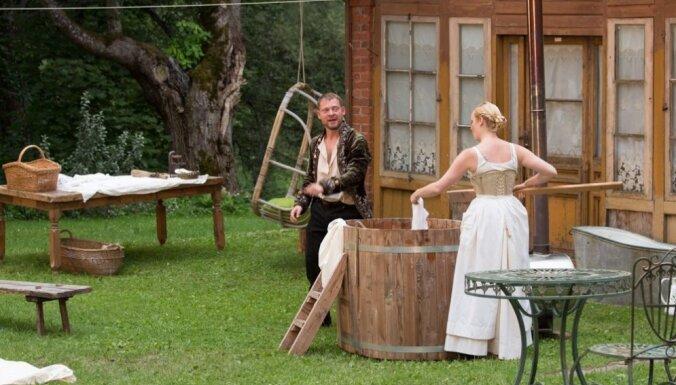 Foto: 'Spēlēju, dancoju' velnu nakts un citas noskaņas Valmieras vasaras teātra festivālā
