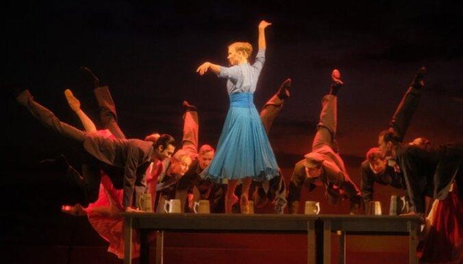 """Stilizētie saulgrieži jaunās skaņās. Baleta iestudējuma 'Antonija #Silmači"""" recenzija"""