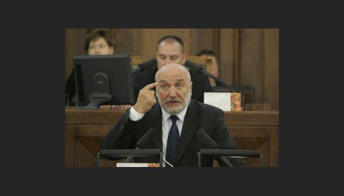 Годманис: правительство не будет унижаться