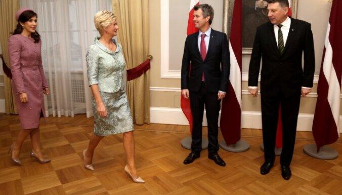 Foto: Vizītē Latvijā ieradies Dānijas kroņprincis un kroņprincese