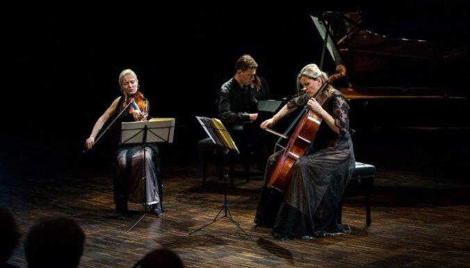 Cēsīs uzstāsies latviešu mūzikas zvaigznes Bindere, Blaumane un Zariņš