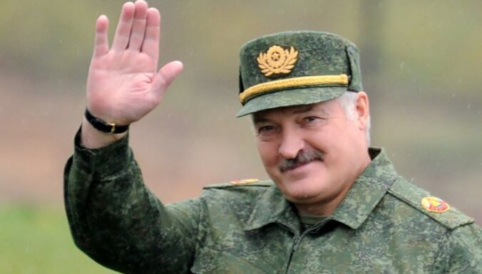 Baltkrievijā aizturēti ar Lukašenko sāncensi saistītas bankas darbinieki