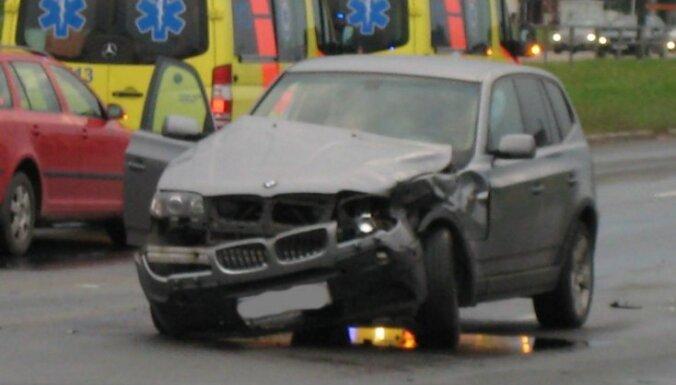 """Авария: """"Скорая"""" и BMW - лоб в лоб"""