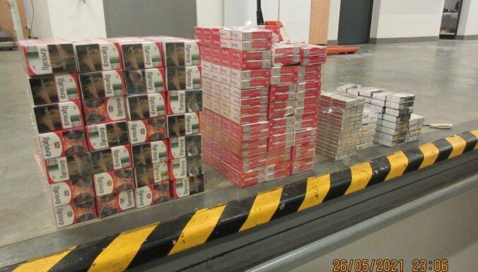 Foto: VID muitnieki atrod 120 000 kontrabandas cigarešu