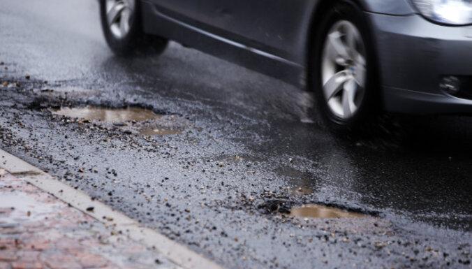 Министерство сообщения проверит, как Рига потратила государственные дотации на ремонт дорог