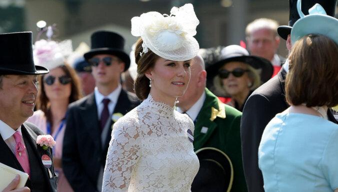 Просвечивающий наряд герцогини Кембриджской разочаровал модных критиков