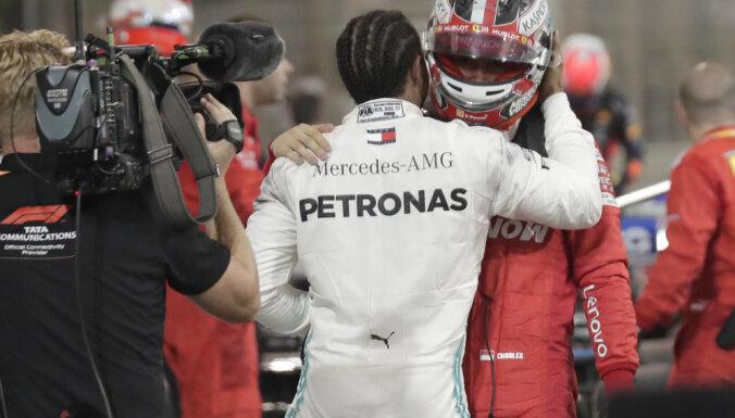 """Хэмилтон выиграл Гран-при Бахрейна благодаря фатальным неудачам """"Феррари"""""""