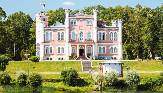 Septiņas pilis Latvijā, kuras apciemot šajā rudenī