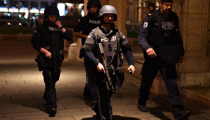 Austrijas prokuratūra tur aizdomās 21 cilvēku par palīdzību Vīnes teroristam