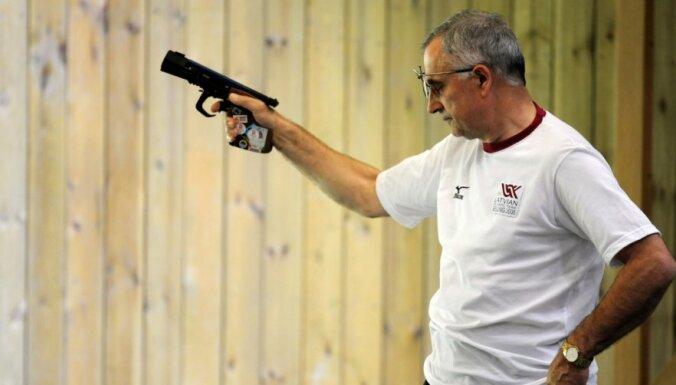 Šaušanas vecmeistars Kuzmins gatavojas savām pirmajām sacensībām pēc ilgāka pārtraukuma