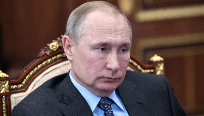 Bloomberg: В Кремле обсуждают сценарии передачи власти Путиным