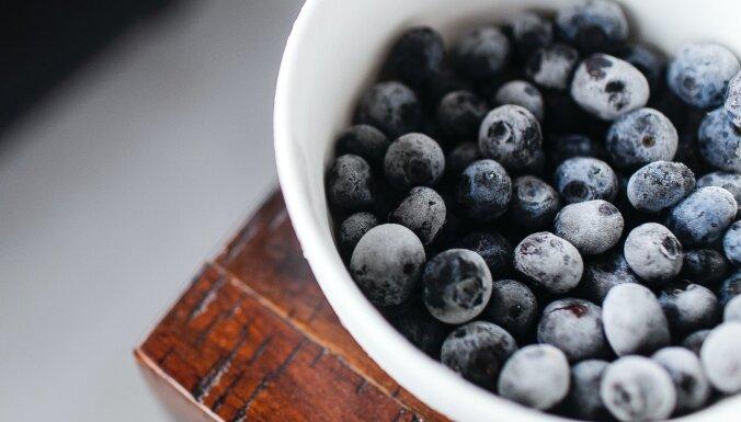 Saldēti augļi un medus – veselīgi pārtikas produkti, kuriem jābūt ikviena virtuvē