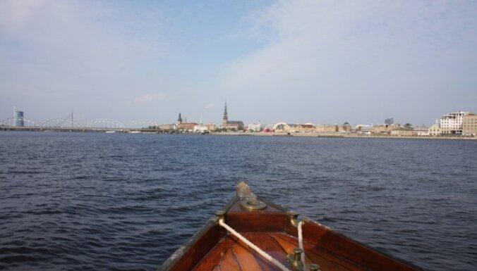 Ūdenspolicija Daugavā pieķer atpūtnieku kuģīša 'šoferi' teju trīs promiļu reibumā