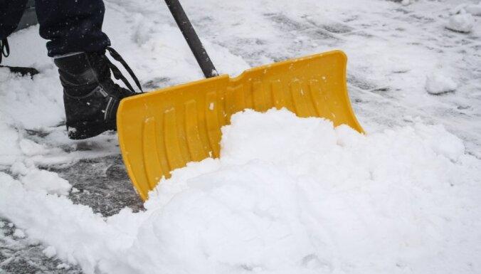 Жители Риги довольны уборкой улиц от снега