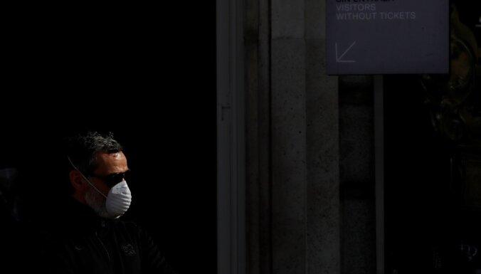 Covid-19: ES peļ Krieviju un Ķīnu par pandēmijas dezinformāciju