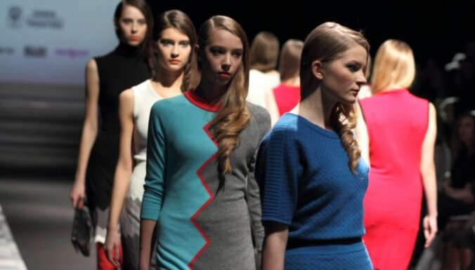 Последний день моды: набоковские Лолиты от Qooqoo и платья от Жаклин Кеннеди или Эвелин Ильвес