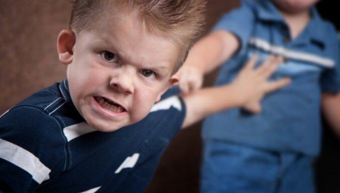 Septiņgadnieks ātri 'uzsprāgst' un sācis grauzt nagus; psiholoģes skaidrojums