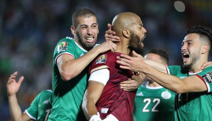 Alžīrijas un Tunijas futbolisti sasniedz Āfrikas Nāciju kausa pusfinālu