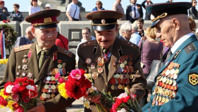 "Сейм по просьбе президента ""исправил"" закон о запрете советской и нацистской символики"