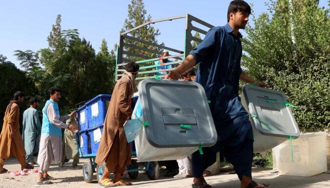 Afganistānas prezidenta vēlēšanas paiet mierīgi - tikai simtos skaitāmi talibu uzbrukumi