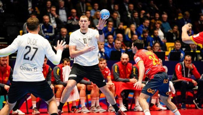 Latvijas handbolisti Eiropas čempionātā debitē ar zaudējumu favorītei Spānijai