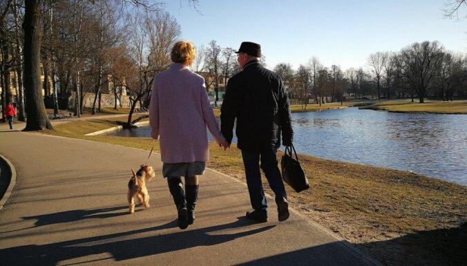 ЦСУ: за 100 лет в Латвии существенно вырос удельный вес жителей старше 60 лет