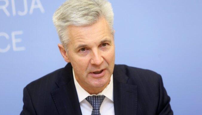 Pabriks: Latvijā nav tādas situācijas, lai bruņotie spēki pilnībā pārņemtu vakcinācijas procesu