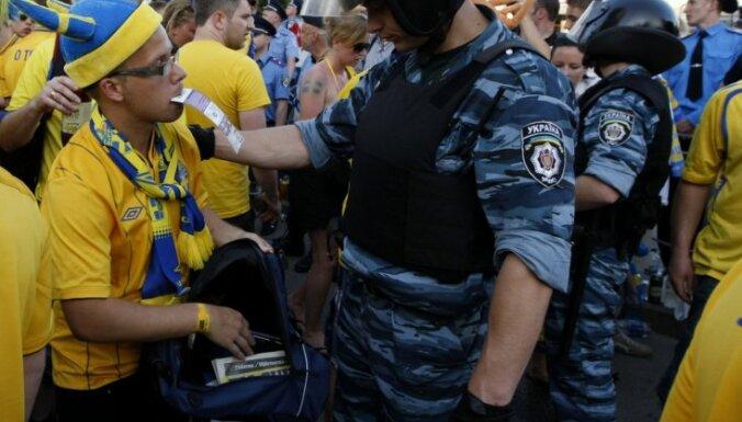Шведские болельщики в Киеве — как у себя дома