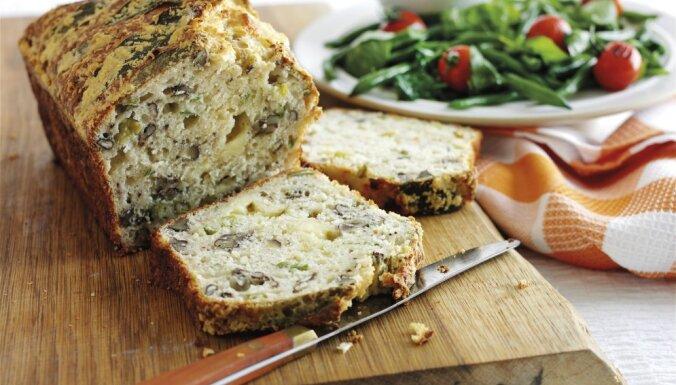 Mājās ceptas maizes recepte ar riekstiem un sieru
