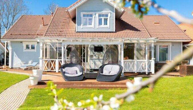 ФОТО. Дом мечты на окраине Таллина с 10 комнатами, четырьмя террасами, двумя верандами и летней кухней
