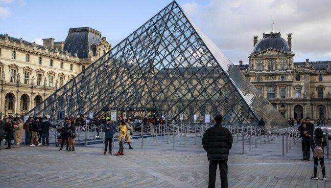 Из-за коронавируса на неопределенное время закрылся Лувр