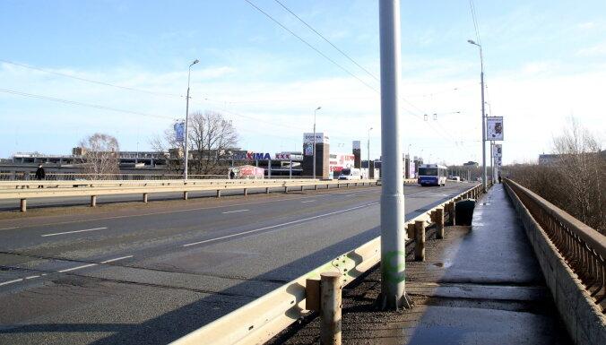 В четверг начнется ремонт на Земитанском мосту