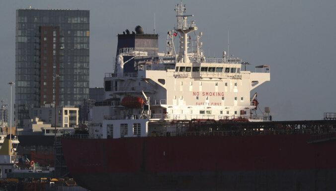 Британский спецназ штурмом взял судно с агрессивными безбилетниками