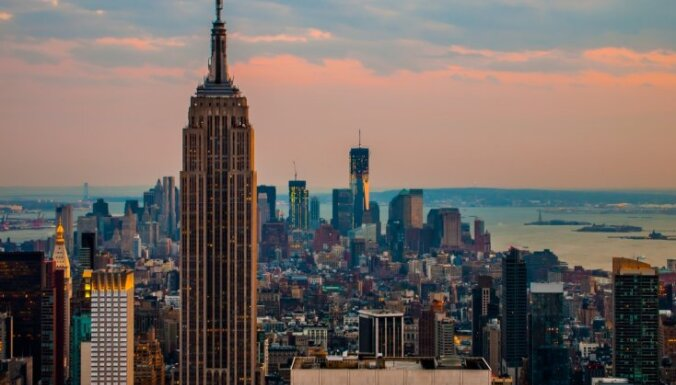 Небоскреб Empire State Building в Нью-Йорке 18 ноября может окраситься в цвета латвийского флага
