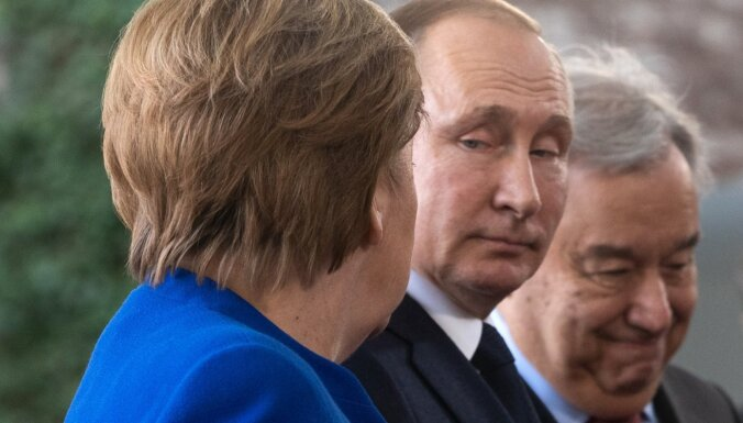 Putins un Merkele sprieduši par kopīgu Covid-19 vakcīnu ražošanu