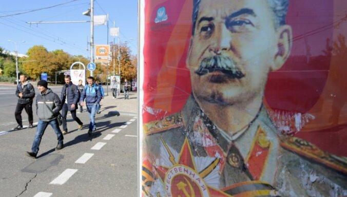 Kaujinieku kontrolētajā Luhanskā atklāts piemineklis Staļinam