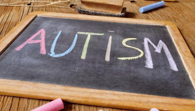 Autisma kabinets, informatīvi semināri un speciāla mājaslapa: atbalsta iespējas bērniem ar AST un viņu vecākiem