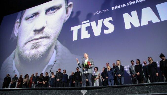 Foto: Ar Marģera Vestermaņa uzrunu pirmizrādīta Dāvja Sīmaņa filma 'Tēvs Nakts'