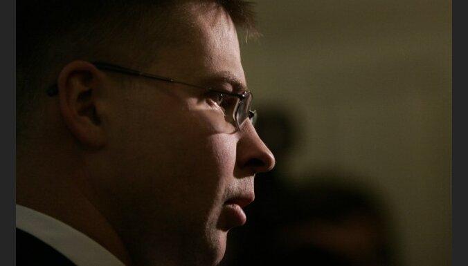 Dombrovskis: nākamgad policistu algas netiks samazinātas