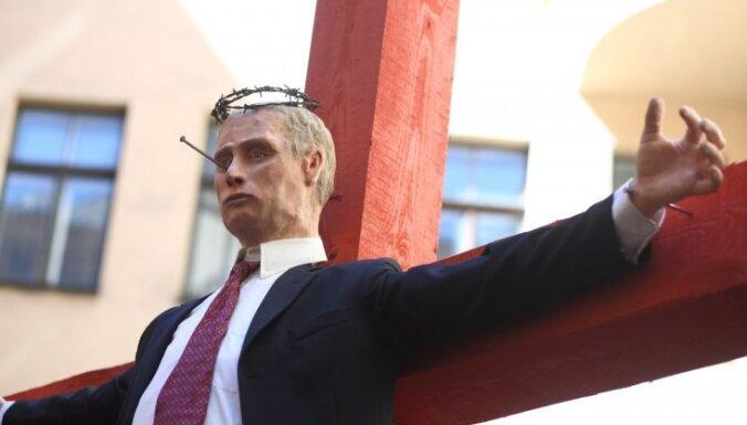 Вызвавшая резонанс инсталляция с распятой куклой Путина демонтирована