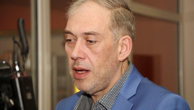 'Četru baltu kreklu' direktors iedzinis parādos Normundu Jakušonoku