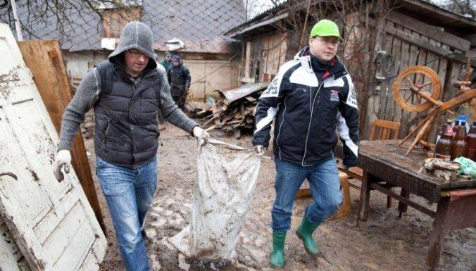 Dombrovskis apciemo plūdu skartās pašvaldības un sola palīdzēt (+FOTO)