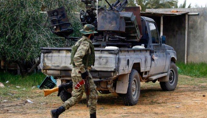 Lībijā karojošās puses kā kaujiniekus izmanto arī migrantus