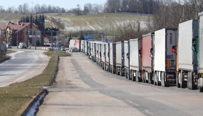 Lietuvas delegācija izlido uz Poliju, lai risinātu situāciju pie robežām
